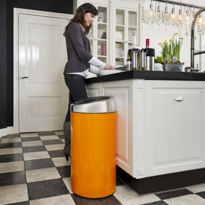 MOOD_424625_Kitchen-TouchBin-Orange-Mood-Bovil-2
