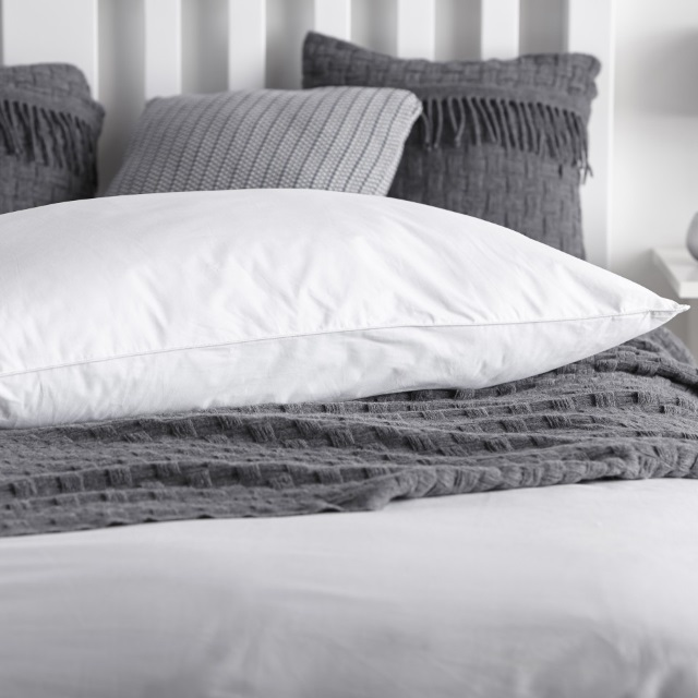 snuggledown_perfect_comfort_kingsize_pillow_detail_2480_1